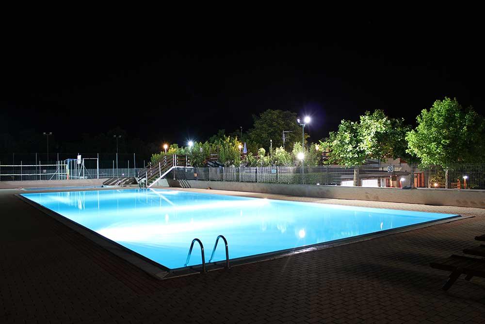 piscina-in-notturna